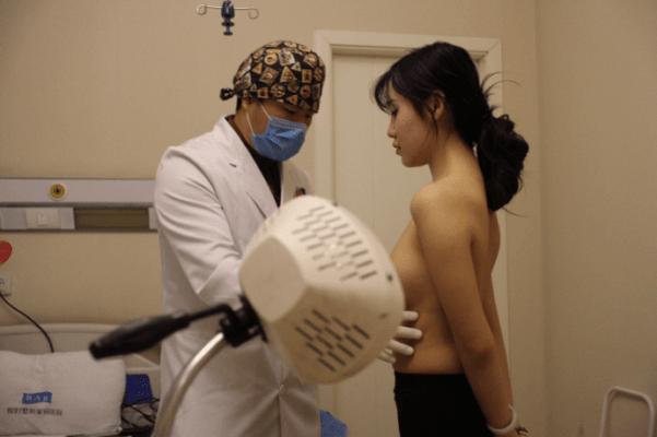 Khám tổng quát trước khi tiến hành phẫu thuật nâng ngực ở Hải phòng
