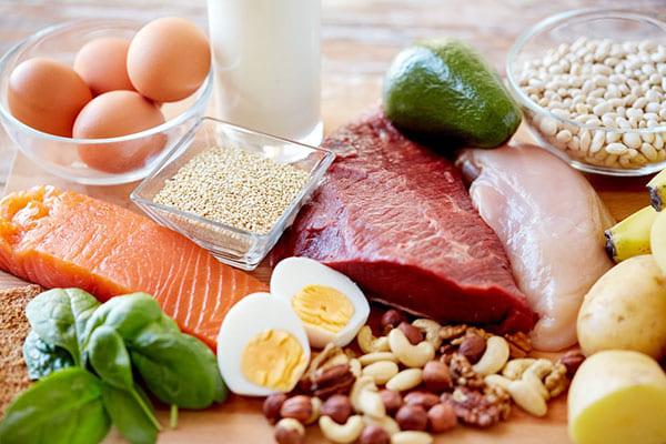 Chị em cần phải bổ sung các thực phẩm giàu chất đạm trong bữa ăn hàng ngày