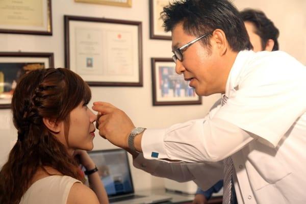 Bác sĩ tư vấn về phương pháp nâng mũi Hàn Quốc