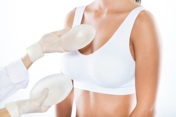 Cần lưu ý những gì khi nâng ngực chảy xệ?