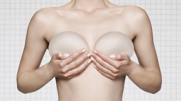 Nâng ngực là phương pháp thẩm giúp tăng kích thước vòng 1 bằng việc sử dụng túi độn hoặc sử dụng mỡ tự thân