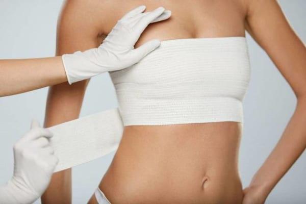 Thời gian phẫu thuật nâng ngực bao lâu thì bình thường?