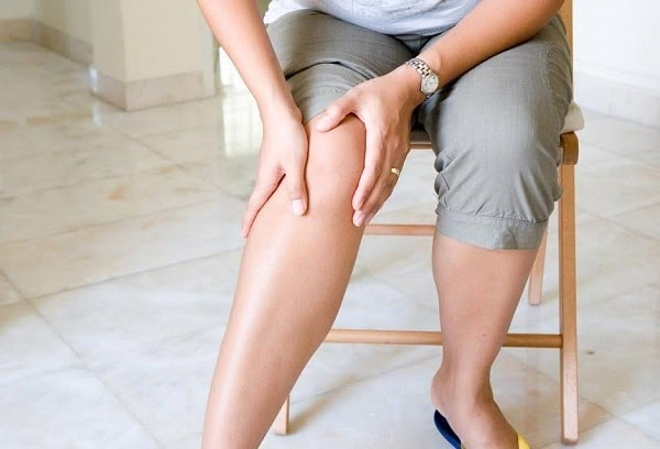 U nang baker khi bị nặng sẽ có hiện tượng nước rò rỉ xuống ở vùng bắp chân