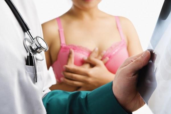 Để chẩn đoán bệnh u nang vú, bác sĩ sẽ tiến hành siêu âm
